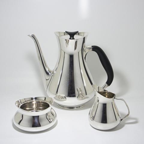 http://www.graphio-buro.com/blog/COHR_Tea_set.JPG
