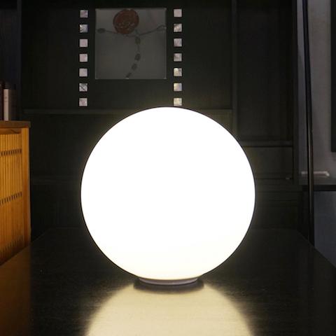 http://www.graphio-buro.com/blog/artemide_dioscuri35_lamp1.jpg