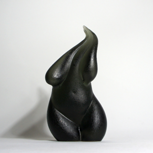 Female_body_glass_sculpture1.jpg