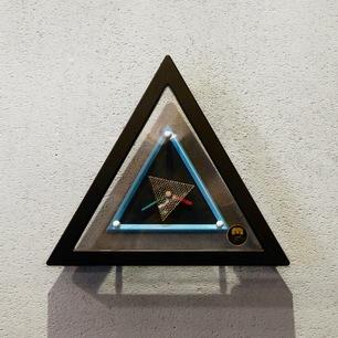 postmodern_triangle_clock311.jpg