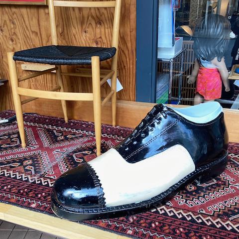 http://www.graphio-buro.com/blog/big_shoes_objet.jpg