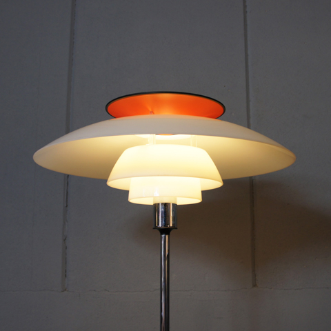 http://www.graphio-buro.com/blog/louis_poulsen_ph80_floor_lamp2.JPG
