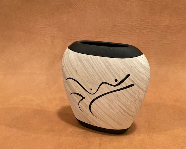 http://www.graphio-buro.com/blog/paige_piute_pottery_vase2.jpg