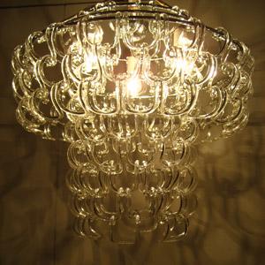 ベネチアガラスのピースが創り出す光の芸術