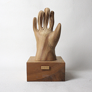黒蕨 壮 「手」木製彫刻