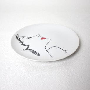 口紅の女性 絵皿-2