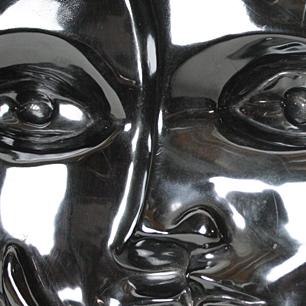壁掛け彫刻「呼びかける黒の顔」