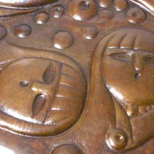笑顔の咲く立体銅板