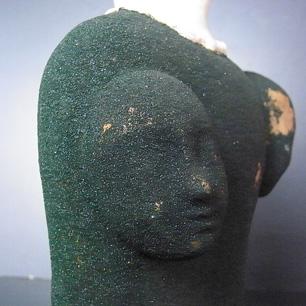 三頭一体の陶製人形