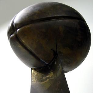 真鍮のラグビーボールオブジェ