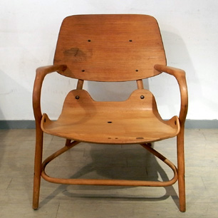 """名車""""スバル360""""デザイナーの椅子"""