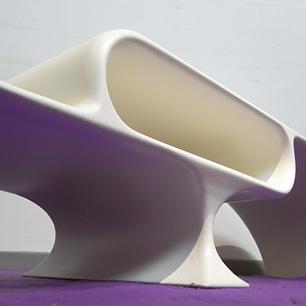 翼を休めるテーブル