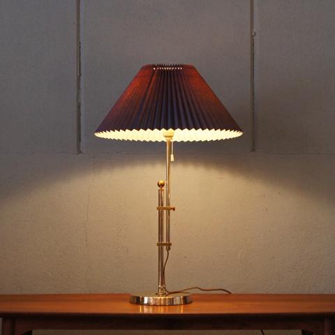 真鍮素材の機能美が支える灯り