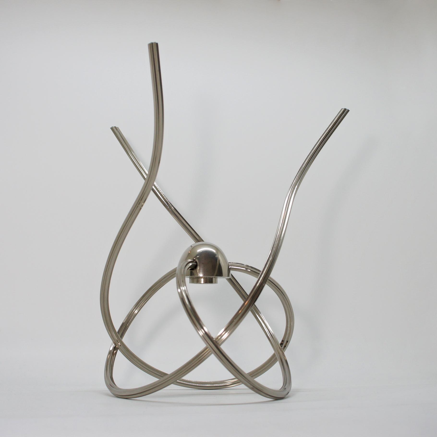 Twisting Metal Tripod Stand Objet
