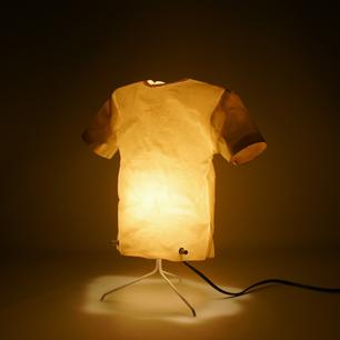 光る透明人間