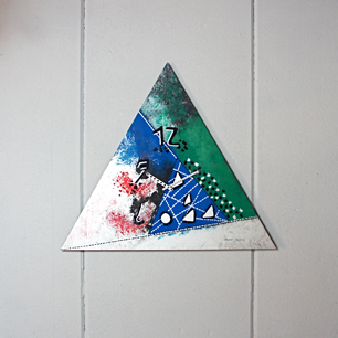時を刻む三角形ポップアート