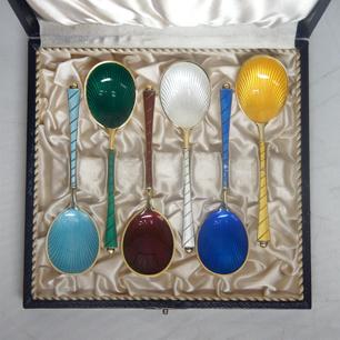 テーブルウェアの宝飾品