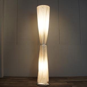 コットンドレスを纏ったランプ