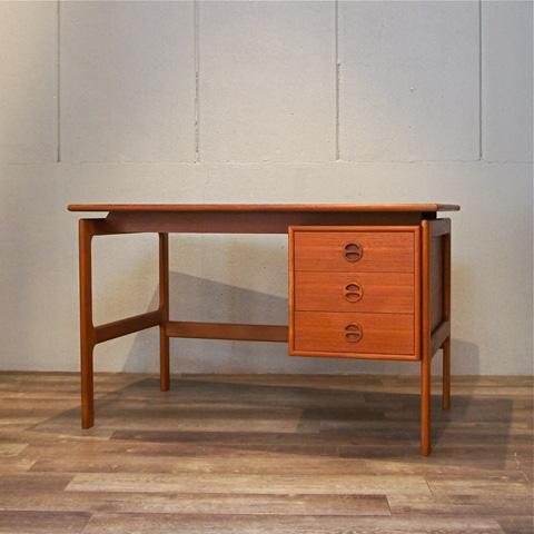 Denmark Standard Desk Style