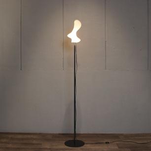 Jan Tesar 灯りの抽象彫刻