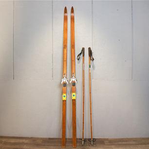 雪原を滑るノルウェー工芸