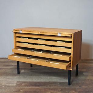 「心地よいオフィス家具」デンマークデザインの流儀