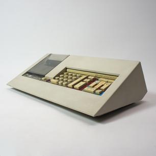 Olivetti × M.ベリーニ 「数字とデザイン」2つの計算