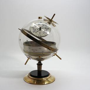 卓上の気象観測衛星