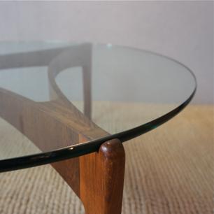 Svend Ellekaer ガラス越しの曲線美